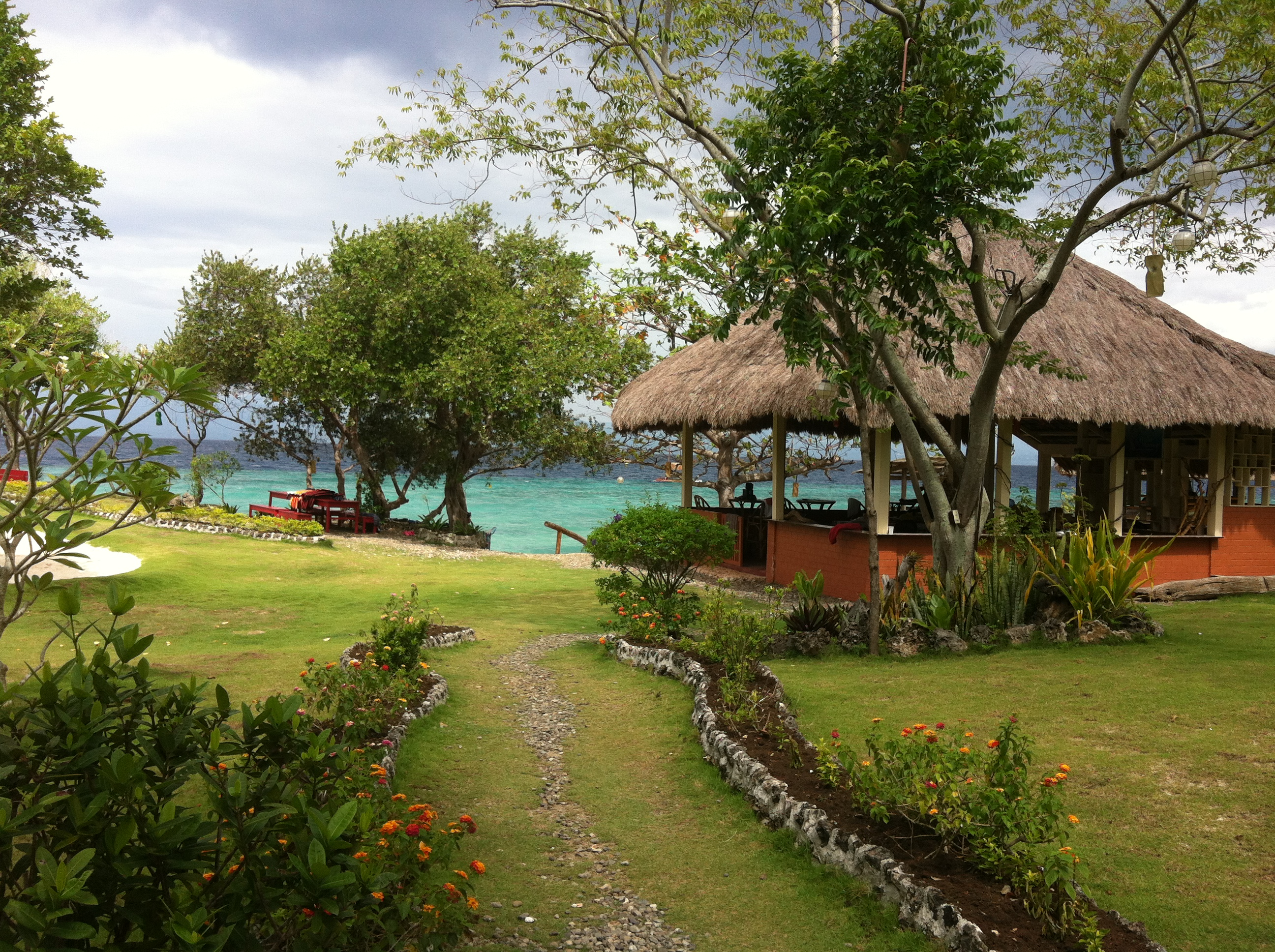 loves beach resort moalboal